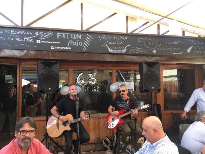 Loli Pop durante una actuación en El Marino Rotes. La música de Dénia presente también en la sociedad