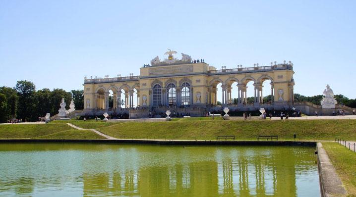 Die Gloriette im Schlossgarten von Schönbrunn