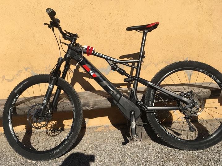 Gute Leih-Bikes sind Mangelware: das Rotwild geht echt gut! 140 sensible mm (leider noch schmale Pneus). Am 16.10.17 am Monte Zugna / Rovereto.