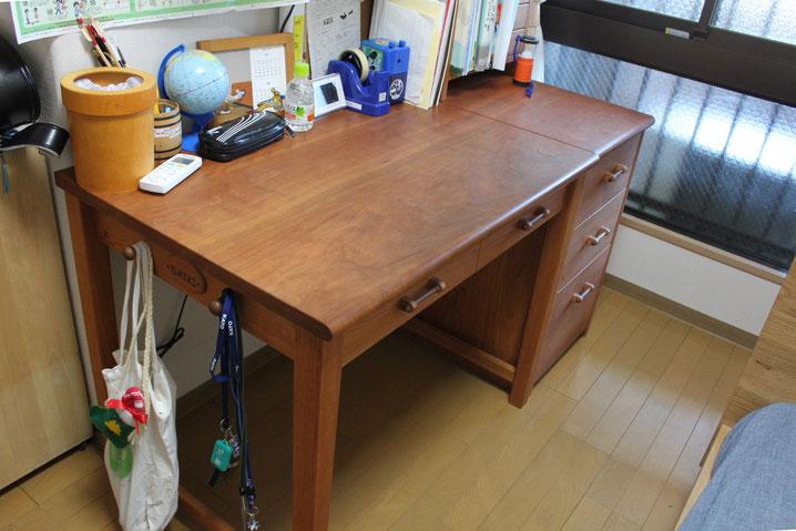 1年半前に納めたシンプル学習机(厚木市・K様邸)