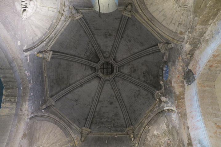 Bild: in der Kirche Notre Dame von Venasque, Vaucluse, Provence