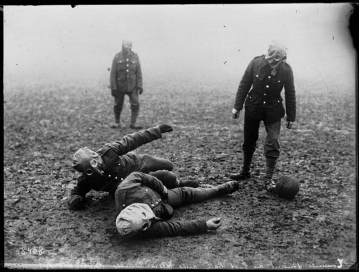 Soldaten spielten auch während dem Krieg Fussball - Foto Bibliotheque Nationale de France