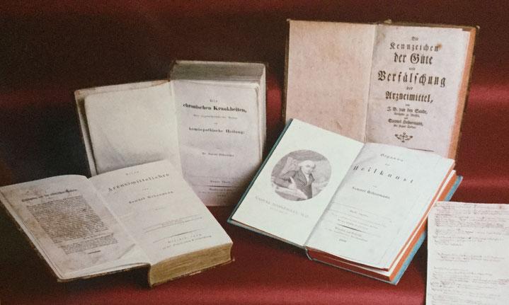 alte Bücher über Homöopathie, Frauenpraxis Rut Mellenthin