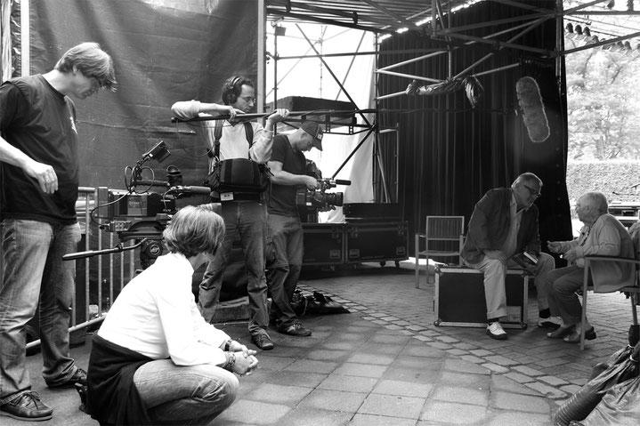 Esther Bejarano und Konstantin Wecker bei den Dreharbeiten zu MUT ZUM LEBEN