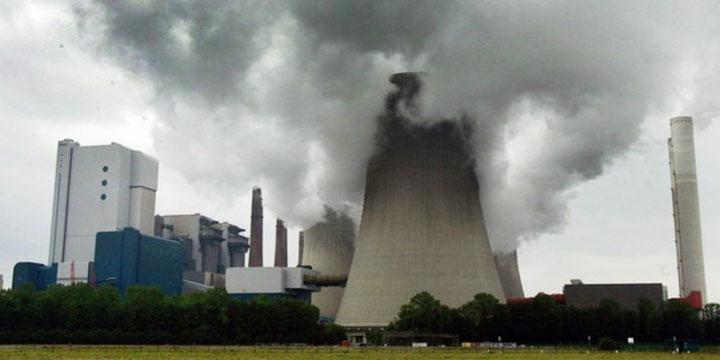 Alene i 2010 bevilgede Verdensbanken over 4,4 milliarder US-dollars i kredit til kulkraftværker. Største- delen af dette beløb gik til byggeriet af et omstridt kæmpeanlæg i Sydafrika.