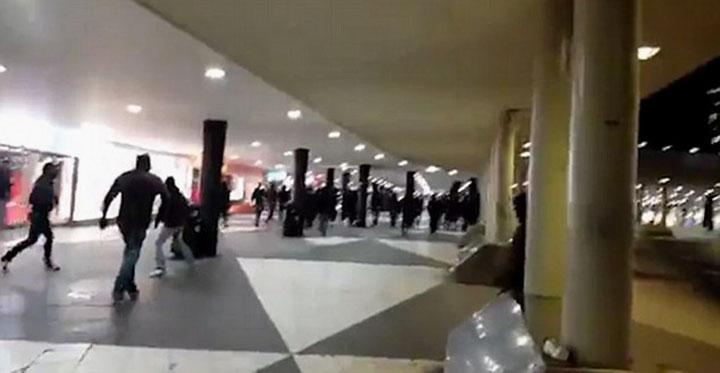 Fredag, d. 29. januar 2016. Op til 100 maskerede racister lavede klapjagt på immigranter på Stockholms hovedbanegård.