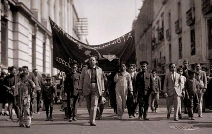 Demo arr. af det mexicanske kommunistparti med maleren Diego Rivera (forrest)