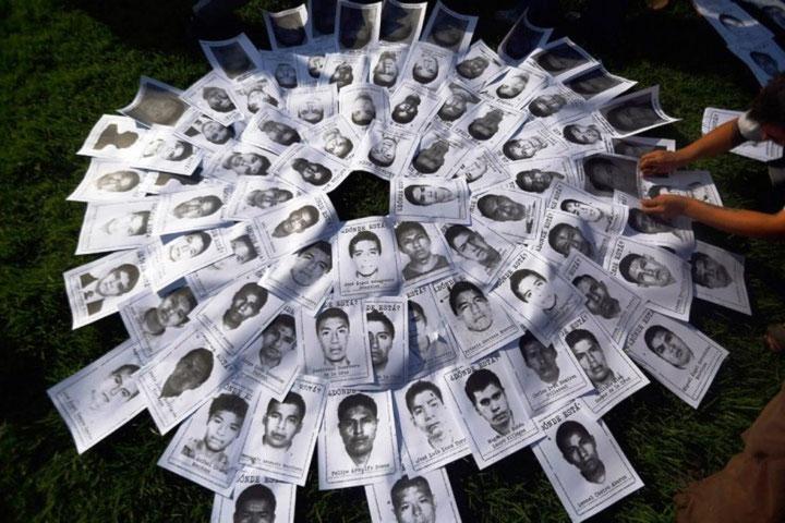 """Billeder af de 43 studerende der blev kidnappet og siden hen er """"forsvundet"""""""