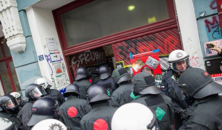 Politiets rydning af Schanzenhof i går torsdag, d. 31. marts 2016