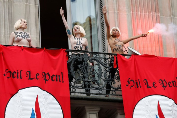 """Kvindegruppen """"Femen"""" i protestaktion mod Front National i Paris"""