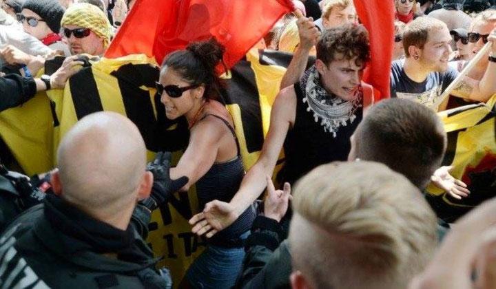 De første små konfrontationer med politihæren i Garmisch-Partenkirchen, fredag, d. 5. juni ...