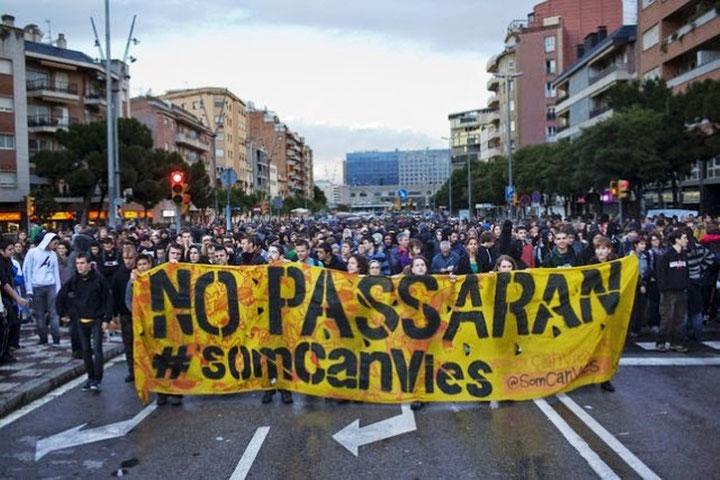 Barcelona, d. 28. maj 2014: 7000 mennesker deltog i protestdemonstration mod rydningen af 'Can Vies'