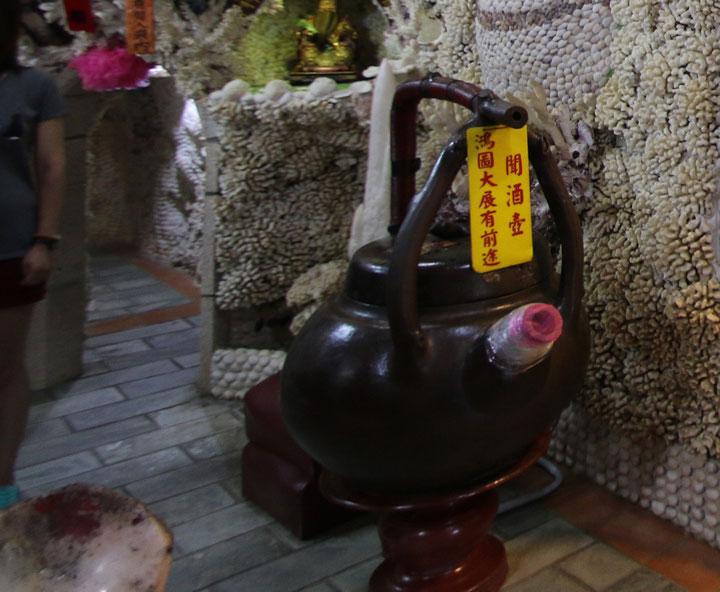 お酒の匂いの壺