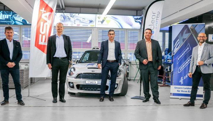 Von links nach rechts: Heinz Bachmann, Vertriebsleiter Carrosserie, und CEO Giorgio Feitknecht (beide ESA) mit Verkaufsdirektor Giuseppe Ciappa, CFO Florian Stähli und CEO Enzo Santarsiero (alle André Koch AG).