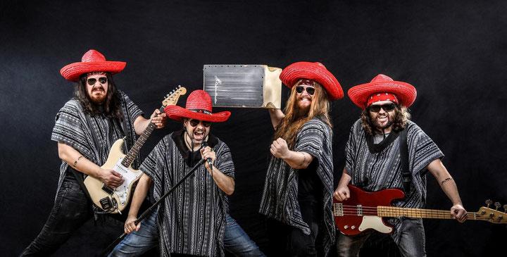 """Rico Ernst von der Band """"Los Muertos Muchachos"""" mit seiner CajonStudio Butterfly Snare Cajon"""