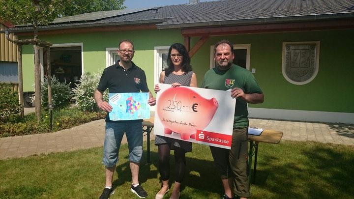 Die Vorstände überreichen 250,00 Euro an den Kath. Kindergarten St. Maria in Adelsdorf