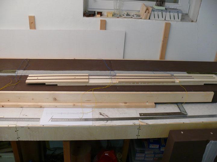 Bild 81: … uns das nachfolgende Gleisstück mit einer Länge von 126 cm darf 'probeliegen'.