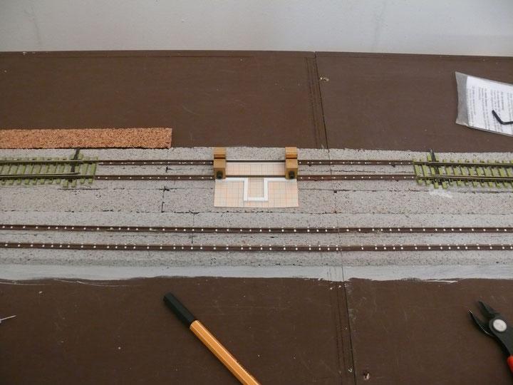 Bild 113: Probeliegen der beiden Gleisjoche mit der dazwischen befindlichen Gleiswaage.