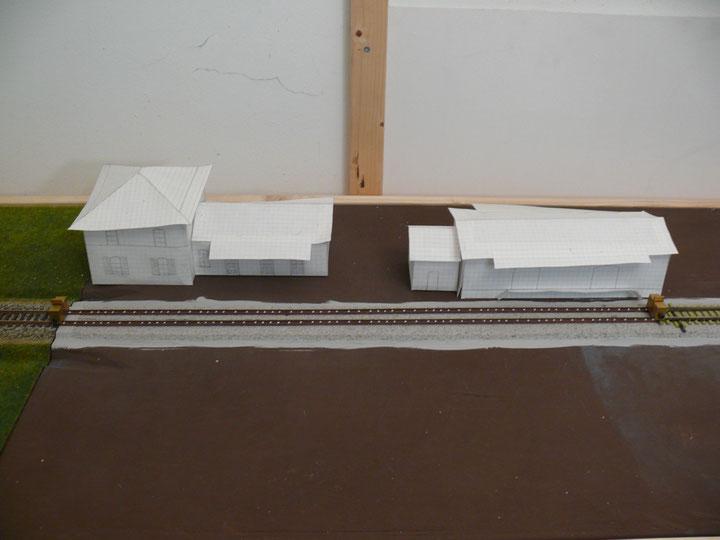 Bild 76: Provisorisch eingebautes Langschwellengleis – Situation vor den Haltestellengebäuden.
