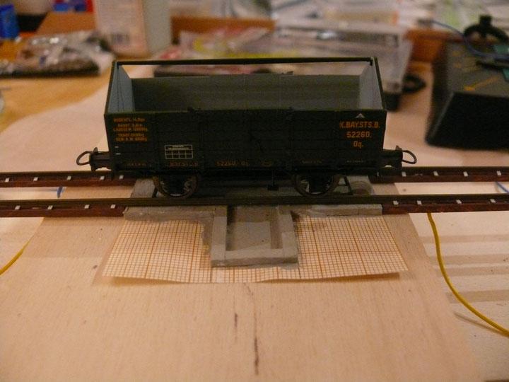 Bild 116: Typischer Waggon der Nebenstrecke zu Testzwecken auf der Waage.