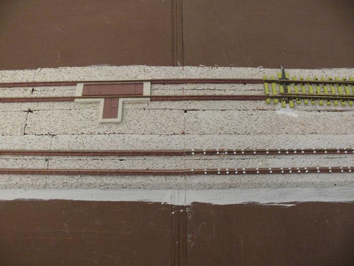 Bild 121: Unterbau der Gleiswaage mit den zugehörigen Jochen fertig eingebaut.