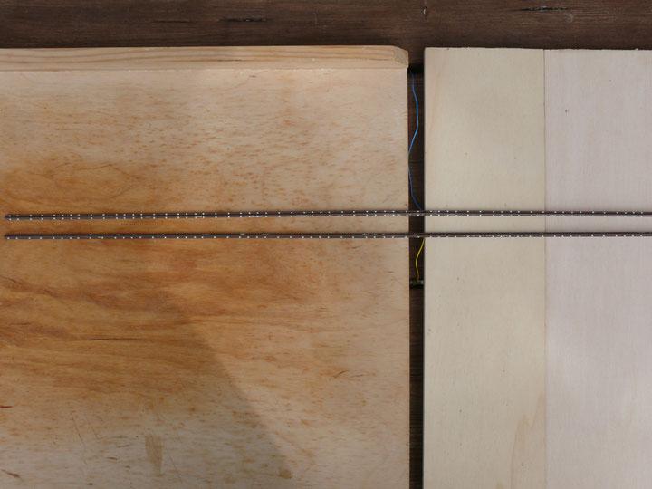 Bild 72: Korrespondierende Kleineisen auf der anderen Seite des Schienenfußes werden eingebaut.
