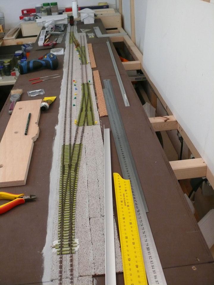 Bild 106: Bau(zu)stand vor dem endgültigen Einbau der Weichen im Gütergleis.