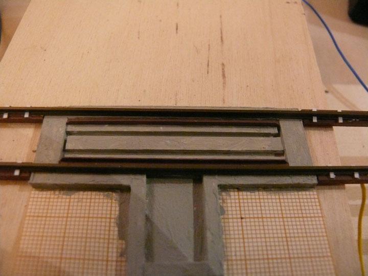 Bild 117: Einbau der Teile des Blechrahmens für den Wiegevorgang.