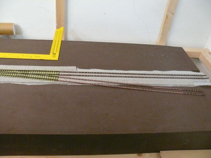 Bild 111: Weiche 5 war vorher schon eingebaut, die Langschwellen zum Lokschuppen nur für die Optik ausgelegt.