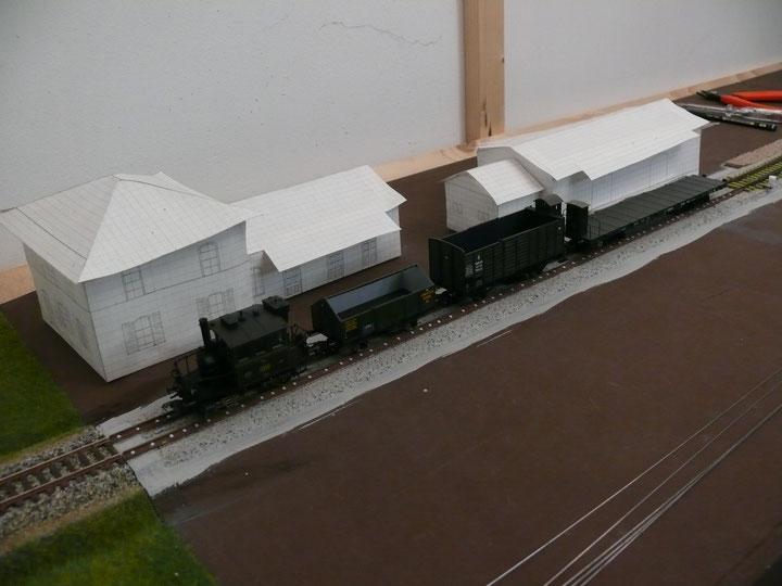 Bild 84: Schritt für Schritt ging es mit dem Gleisbau voran - die Garnituren werden länger ...