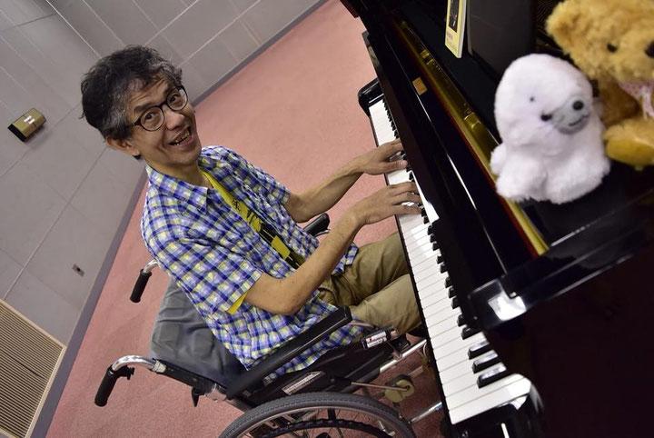 ピアノを弾く素骨董序歩林(すこっとじょぷりん)