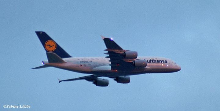 A380 kurz nach dem Start vom Flughafen Hamburg am 10.05.2010