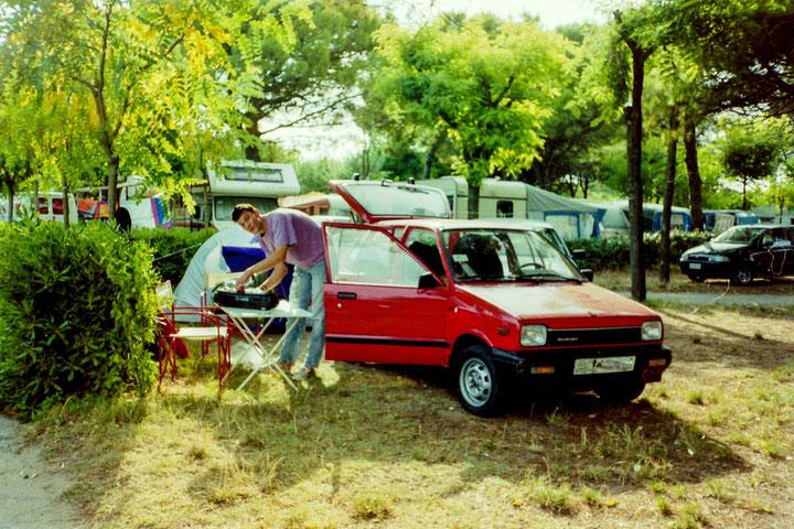 Kleines Auto, kleines Zelt, hauptsache Urlaub
