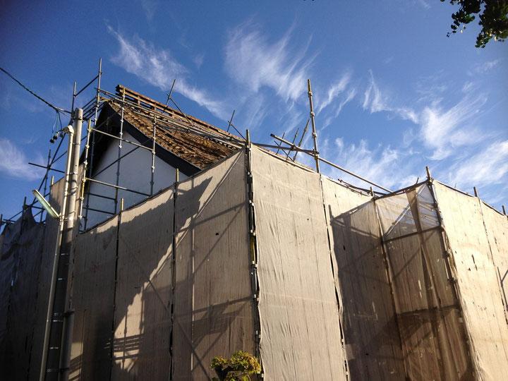 岐阜県多治見市 昭和クレーン、本日の現場は岐阜県中津川市、お寺の解体工事と新築工事です