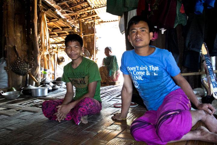 Svečiuose pas Baganparos mokytoją Pintu Bangladeše Čitagongo kalvų ruože