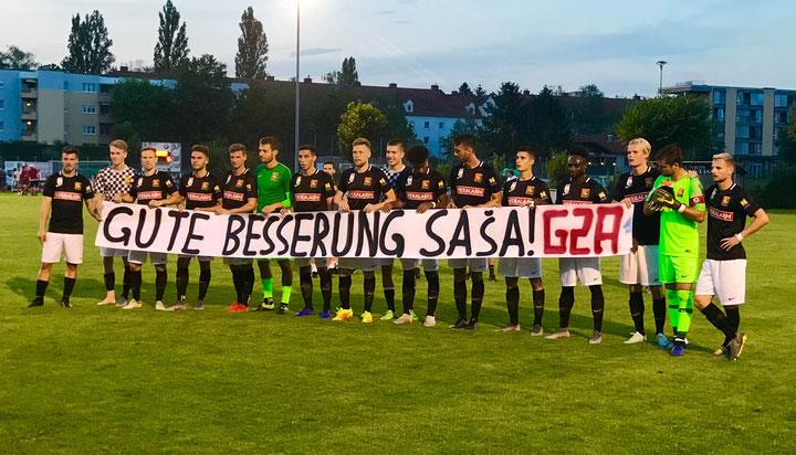 Der Fanclub Gate 2 Admira dachte mit diesem Spruchband an den frisch verletzten Sasa Kalajdzic und wünschen ihm eine rasche Genesung