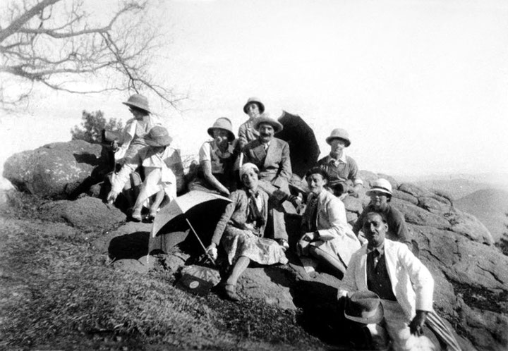 MSI Collection ; Mabel seated on the far right with white hat