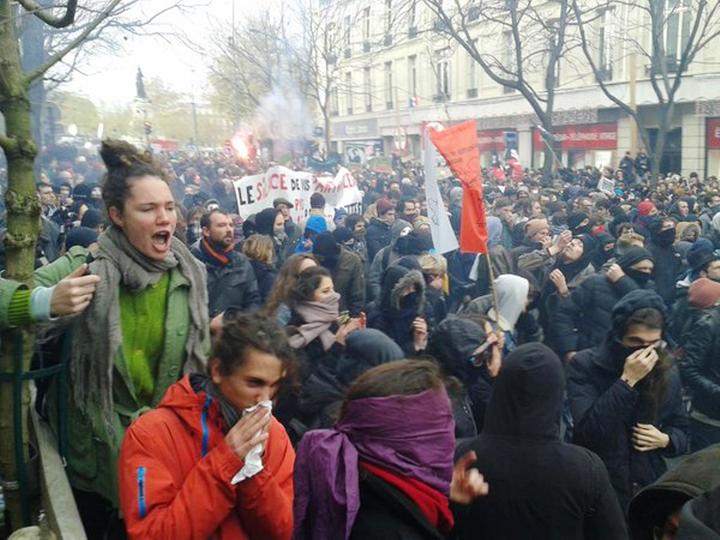 Place de la République, d. 29. november 2015:  Klimademo, organiseret af den revolutionære venstrefløj med op til 5000 demonstranter. Billede er taget umiddelbart før demonstrationen brutalt er blevet opløst af politiet