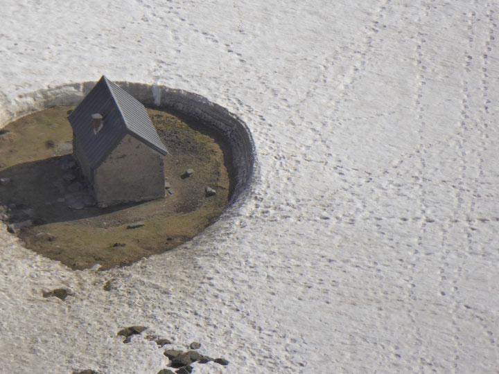Cabane à côté du lac d'Ourec