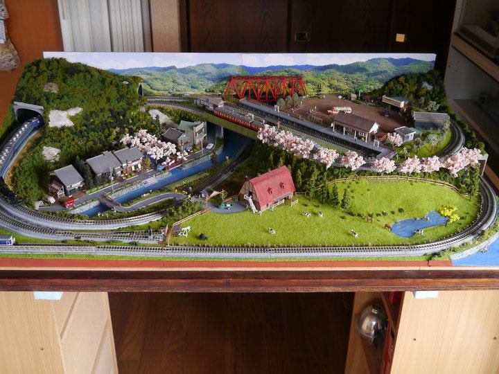 ふるさとの全景、800×1200、背景の写真は山ノ辺の道からの山並み、桜並木、
