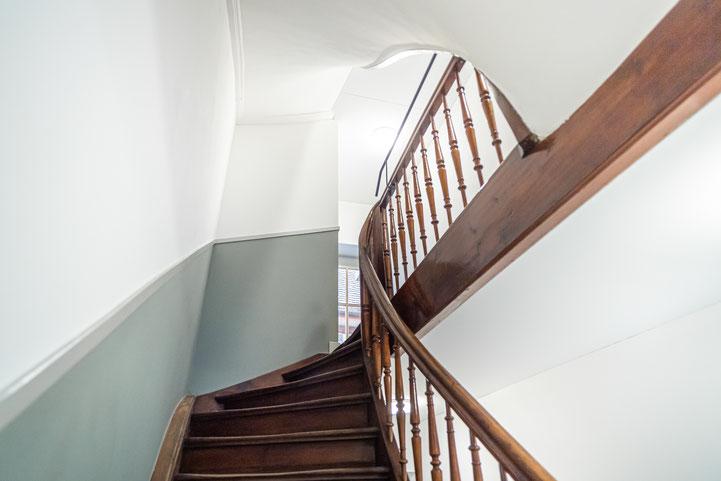 Treppenhaus I Holztreppe I Farbgestaltung I Sanierung _craftraum