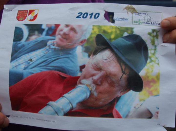 Kanzler Hans Gramer bei einem Festlbesuch 2010 in voller Aktion - war beim Festzugang aufgeschlagen !!