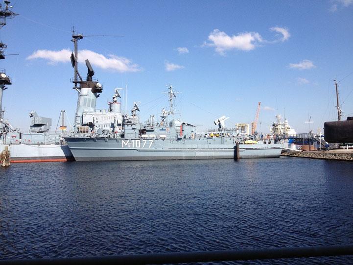 Ausgedientes Marineschiff zum Besichtigen