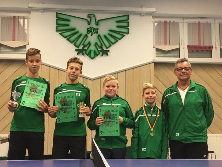 Jugend: 1. Fabian Hau (2.vl), 2. Jonathan Schneider (links), 3.Leon Kell (mitte), 4. Hannes Friedrich (2.vr), (4 Teilnehmer) hier mit Wolfgang Hepp