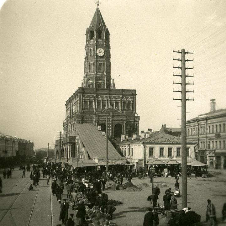 Сухарева башня, фотография примерно рубежа веков. Если кто-то не опознал, так выглядело Садовое кольцo.