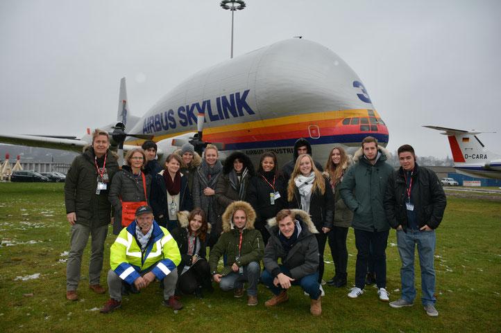 Die Erasmus+-Gruppe 2017 bei Airbus in Hamburg