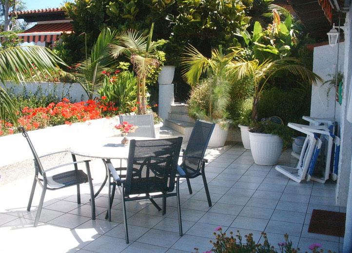 Terrasse im Blumenmeer