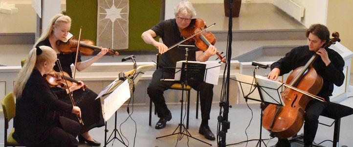 Sonja Korkeala (Violine), Katinka Korkeala (Violine), Hariolf Schlichtig (Viola), Samuli Peltonen (Violoncello). Foto: Tuire Ruokosuo