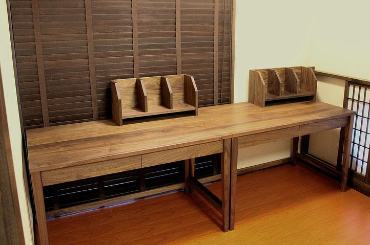 ウォールナットのシンプル学習机(桜川市・K様邸)横並び