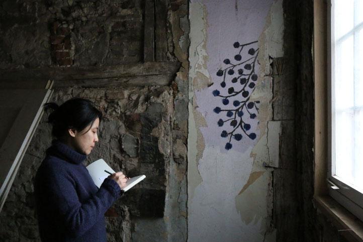 15. Gaildorfer Stadtmalerin. Die Fotos entstanden in der Wohnungsruine, die sich hinter dem Stadtmaler-Atelier befindet.(R.Faerber) 흔적기록 중